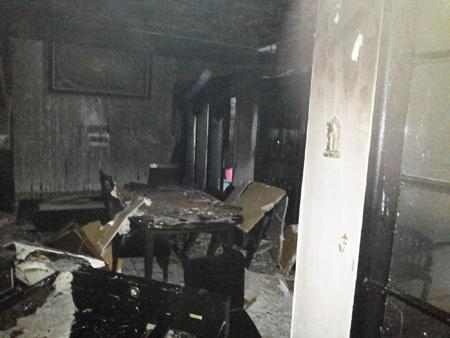 ruang makan uje kebakaran